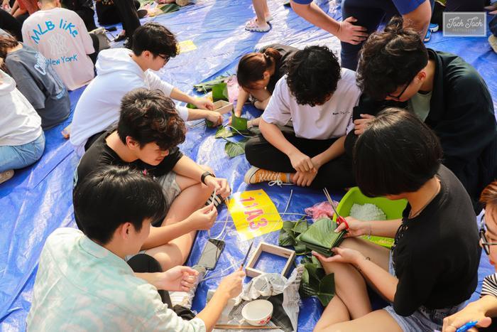 Học sinh 'trường người ta' đón Tết: Dọn nhà, gói bánh, nấu cỗ ngay tại sân trường ảnh 2