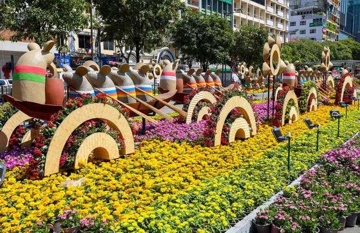 Ngắm đường hoa Nguyễn Huệ mừng xuân Canh Tý 2020 trước giờ mở cửa ảnh 2