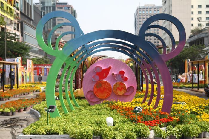 Gần 120.000 chậu hoa tươi được trang trí tại đường hoa Nguyễn Huệ mừng xuân Canh Tý 2020.