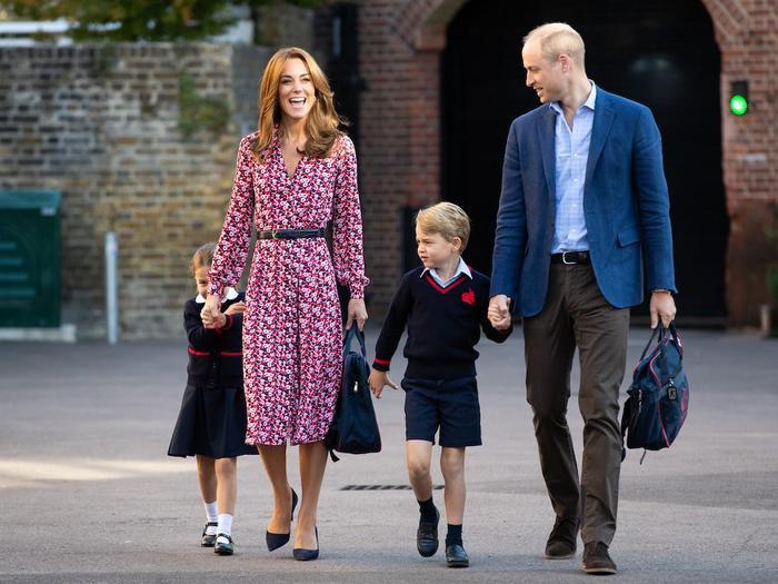 Phải tốn bao nhiêu tiền để được học cùng trường với hoàng tử William, công nương Kate? ảnh 8