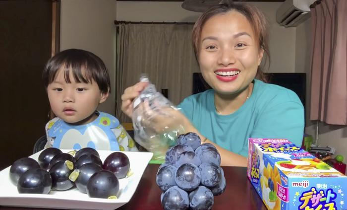 Xuất hiện trong vlog các vlog của mẹ Quỳnh, bé Sa đã chinh phục được mọi người nhờ biểu cảm đáng yêu. (Ảnh: Quỳnh Trần JP)