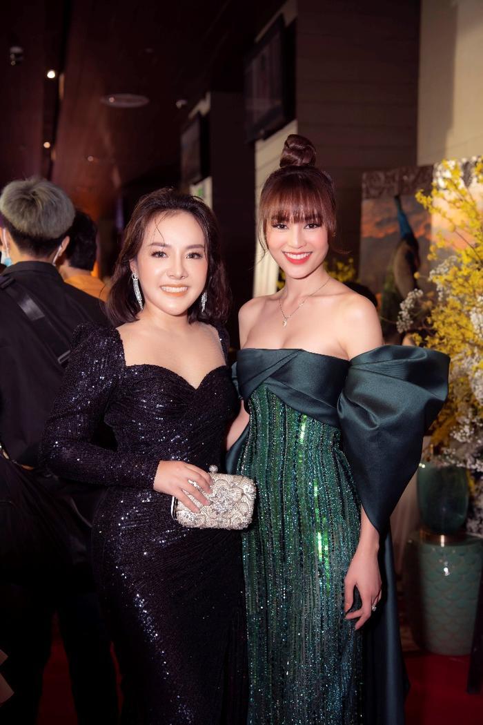 Nancy Nhung Bùi hội ngộ cùng dàn diễn viên chính trong Gái già lắm chiêu 2.