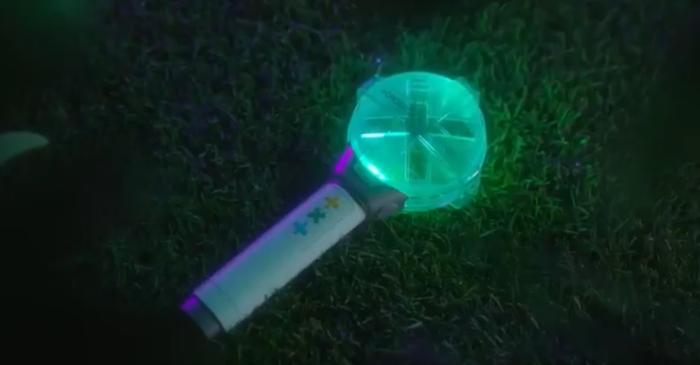 Màu lightstick TXT theo video mà Big Hit đăng tải.