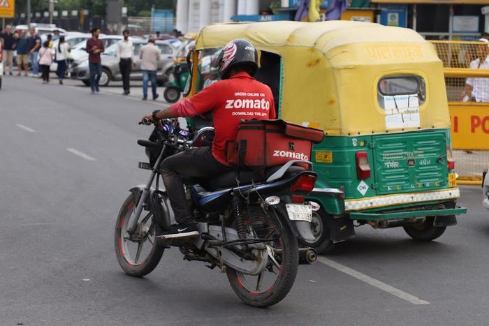 Một tài xế của Zamota trên đường phố ở New Delhi, Ấn Độ. (Ảnh: Getty)