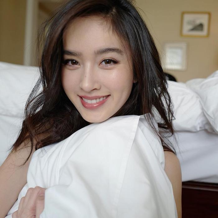 Sau 16 năm đăng quang Hoa hậu chuyển giới nhan sắc của Nong Poy vẫn chưa có dấu hiệu lão hóa.