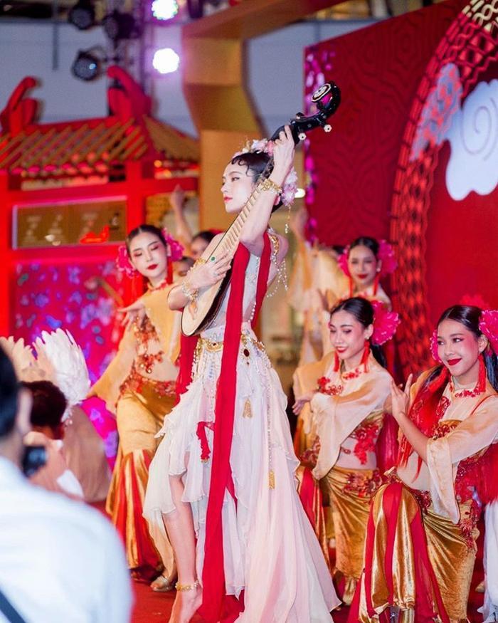 Nong Poy trình diễn trong sự kiện Lễ hội của người Trung Quốc.