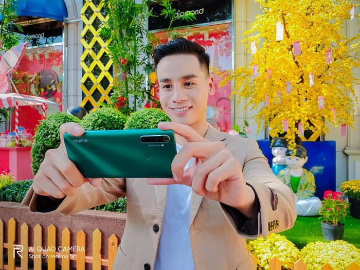Nam vương Cao Xuân Tài gợi ý phong cách lịch lãm đón Tết ảnh 3