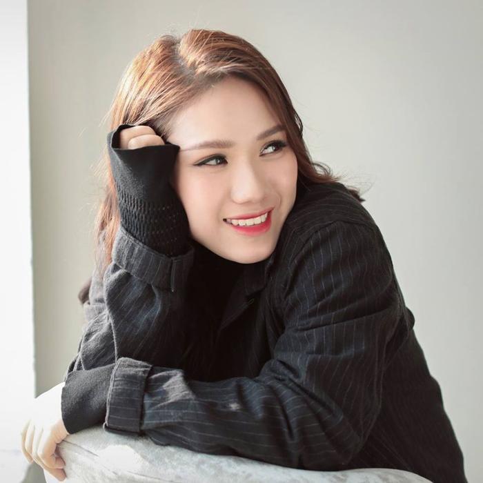 Thuỳ Chi khởi nghiệp khi mới 15 tuổi. Từ những ca khúc trên mạng, cô được xếp vào Top nghệ sĩ trẻ tài năng của làng nhạc Việt. Giọng hát cao vút, ngọt ngào, trong sáng và ngoại hình giản dị là những ấn tượng về Thùy Chi.