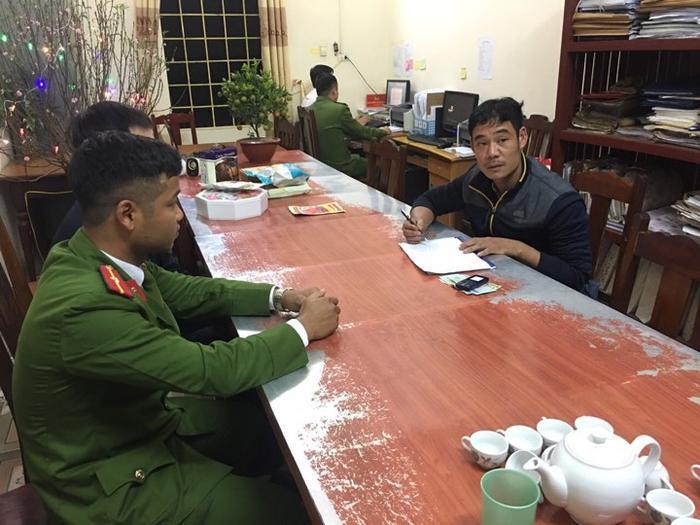 Nguyễn Xuân Phú tại cơ quan công an
