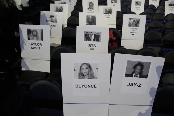 BTS vinh dự ngồi cạnh Taylor Swift và ngay sau đôi vợ chồng quyền lực hàng đầu showbiz (H.1)