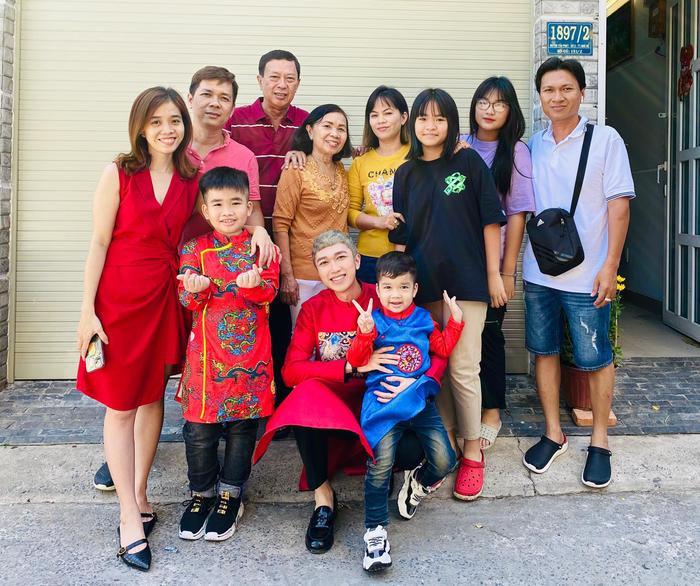 MC Minh Xù dành mùng 1 để ở cạnh gia đình.