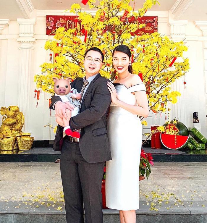 Năm nay gia đình Lan Khuê có thêm thành viên cùng đón Tết rực rỡ.
