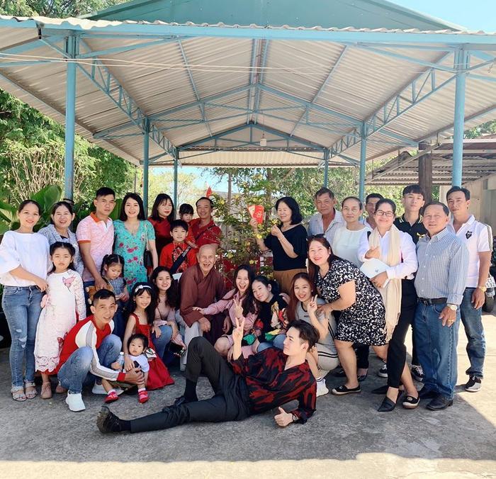 Ali Hoàng Dương về quê đón Tết cùng gia đình sau một năm làm việc chăm chỉ.