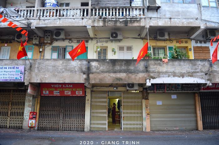 Các con phố đều trở nên vắng vẻ, không khí Thành phố Hà Nội đầy yên bình.