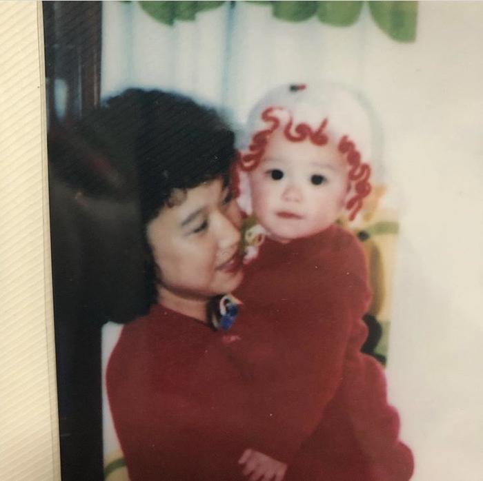 Chụp ảnh cùng mẹ.