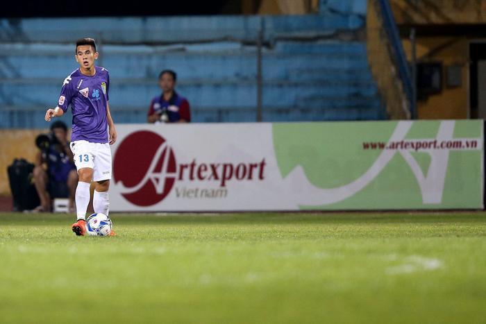 Trần Văn Kiên trở thành hậu vệ phải hàng đầu CLB Hà Nội.