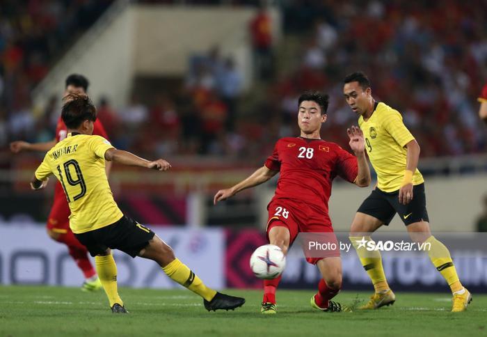 Trung vệ Duy Mạnh luôn chiếm một suất chính thức tại tuyển Việt Nam.