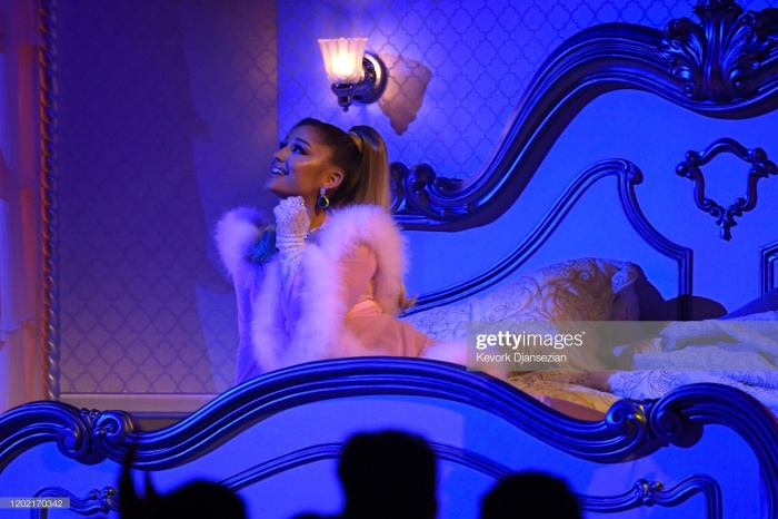 Ariana giật spotlight, đại diện châu Á BTS gây ấn tượng cùng loạt tiết mục cứu rỗi mùa Grammy thảm hoạ ảnh 3