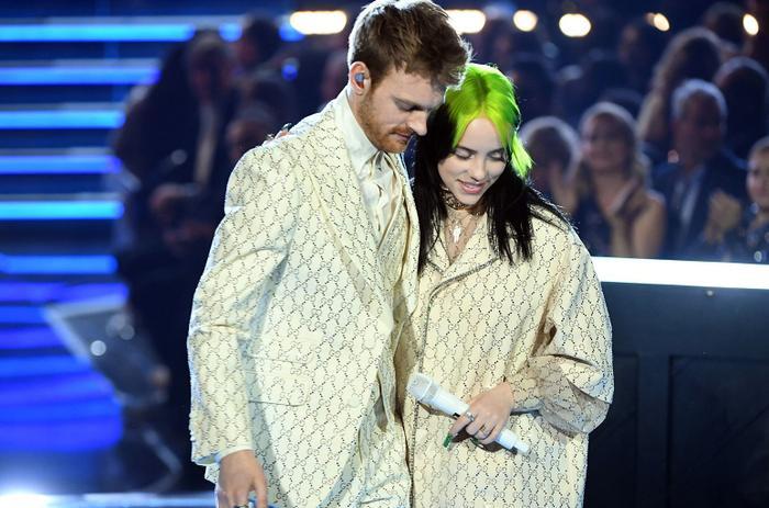 Ariana giật spotlight, đại diện châu Á BTS gây ấn tượng cùng loạt tiết mục cứu rỗi mùa Grammy thảm hoạ ảnh 15