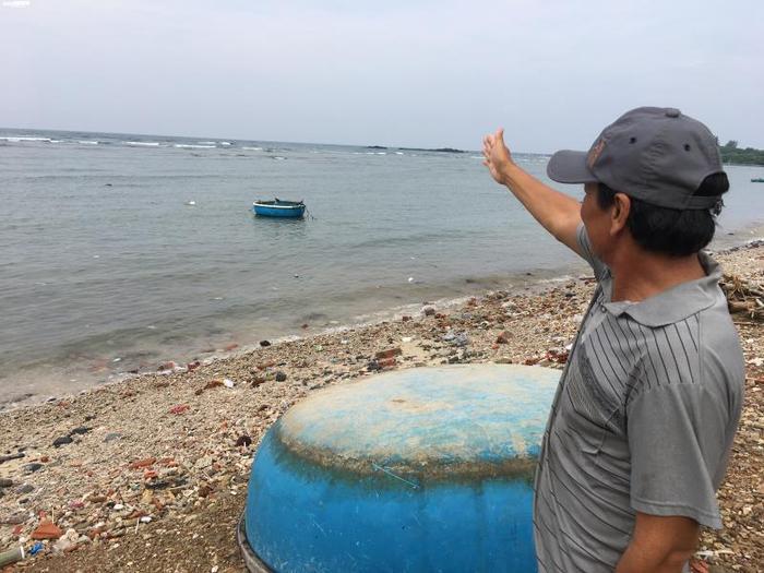 Gành Cả tựa lưng vào mũi Ba Làng An – cách Hoàng Sa chừng 130 hải lý.