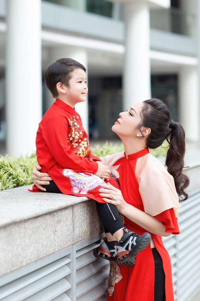Trước đó nữ diễn viên từng nhắn tin cho Bửu Lộc thông báo việc sẽ đưa con trai đi chơi vào ngày mồng 3 Tết