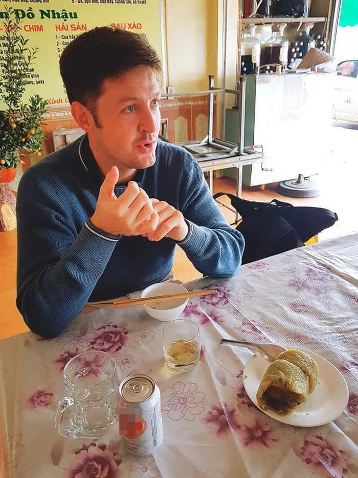 Bi hài chuyện khách Tây du lịch Việt Nam vào dịp Tết: Đánh liều vào nhà dân xin ăn vì hàng quán đóng cửa ảnh 1
