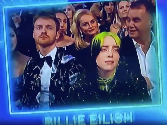 """Trông Billie Eilish như muốn thốt lên: """"Đừng là mình, đừng là mình!"""","""