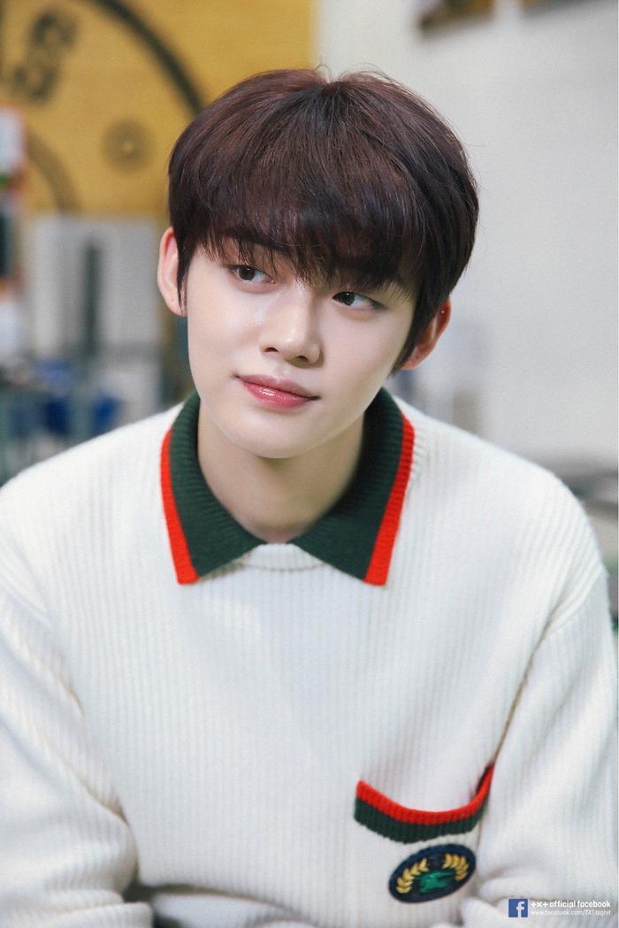 Yeonjun sinh năm 1999 (20 tuổi). Cậu bé từng là thực tập sinh của Cube Entertainment, sau đó chuyển sang Big Hit và làm thực tập sinh trong 4 năm.