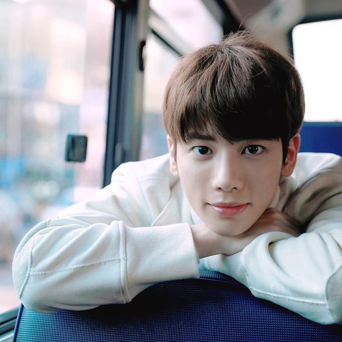 Taehyun sinh năm 2002 (17 tuổi) ở Seoul và thực tập trong công ty Big Hit 3 năm trước khi debut.