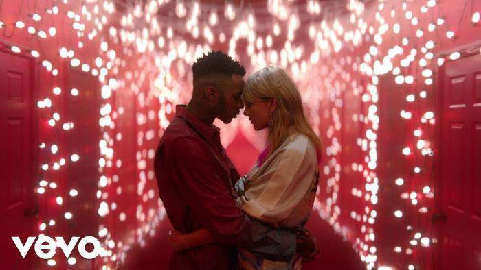Đã hơn 5 tháng kể từ khi Taylor Swift cho ra mắt MV Lover vô cùng đặc sắc.