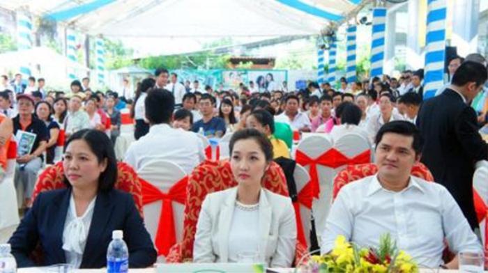 Em gáiCường Đô la nằm trong Top 10 doanh nhân 8X giàu nhất Việt Nam năm 2015, Top 100 người giàu nhất trên thị trường chứng khoán.