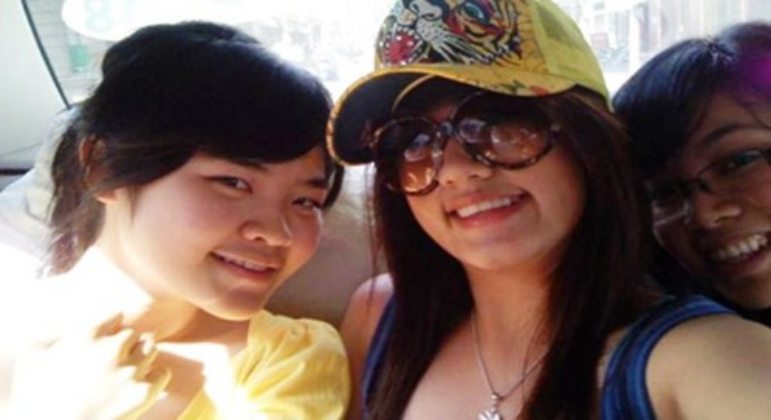 Em gái Cường Đô La (giữa).