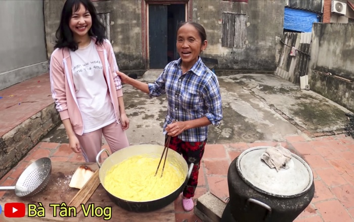 Bà Tân làmmâm xôi sầu riêng (Musang King) siêu to khổng lồ được đăng vào hôm mùng 4 Tết. (Ảnh: Bà Tân Vlog)