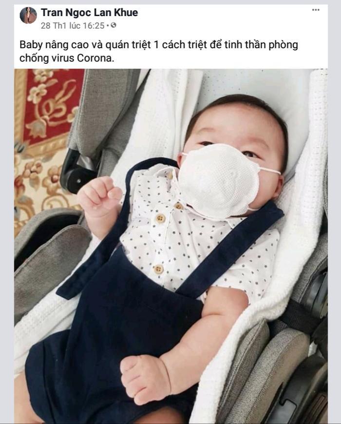 Siêu mẫu Lan Khuê cũng cho con trai mới sinh của mình đeo khẩu trang phòng chống dịch bệnh