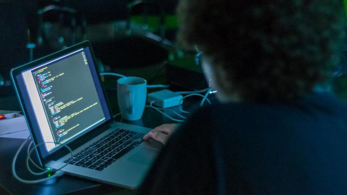 Lợi dụng dịch virus corona bùng phát, hacker phát tán mã độc qua các tin tức giả