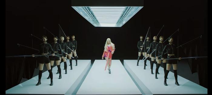 GFRIEND, EVERGLOW chính thức tung MV mở đường cho cuộc chiến comeback tháng 2 của hàng loạt nhóm nhạc nữ ảnh 8