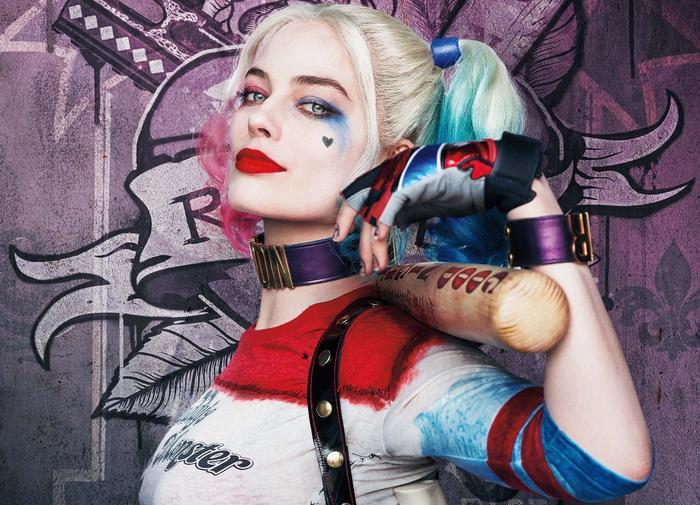 Vai diễn Harley Quinn trong Suicide Squad đã chính thức đưa Margot Robbie trở thành một hiện tượng toàn cầu. Vẻ đẹp gợi cảm nhưng nổi loạn của nữ diễn viên nước Úc đã trở thành nguồn cảm hứng cho rất nhiều người yêu thích nghệ thuật.
