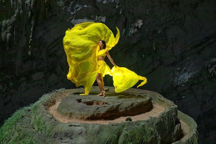 HHen Niê đẹp tinh khôi khi diện áo dài giữa hang Sơn Đoòng, không chỉ đẹp mà còn đầy ý nghĩa ảnh 8