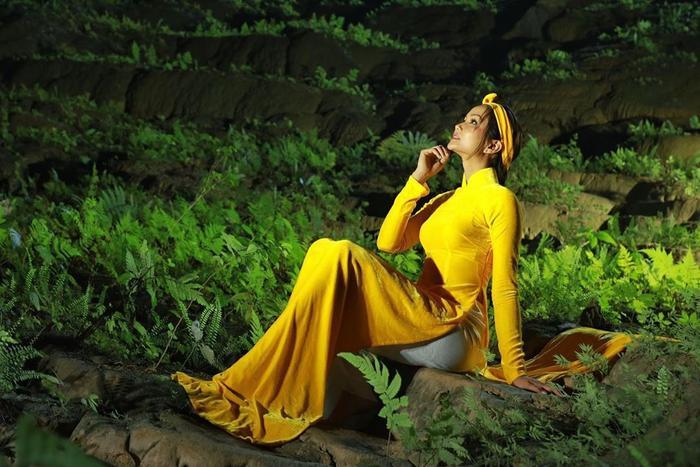 HHen Niê đẹp tinh khôi khi diện áo dài giữa hang Sơn Đoòng, không chỉ đẹp mà còn đầy ý nghĩa ảnh 2