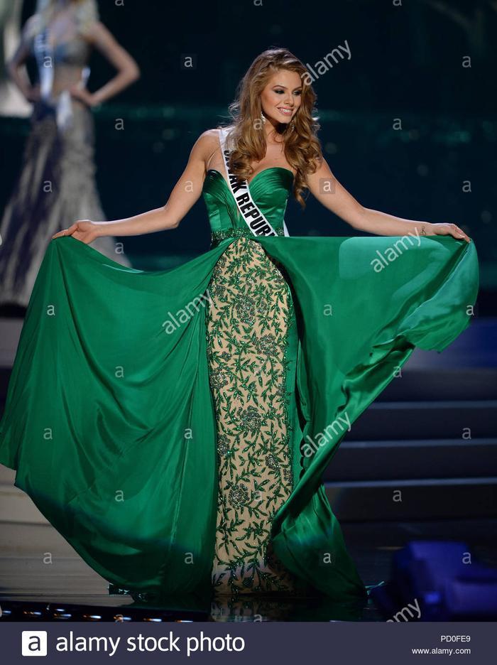"""Sắc xanh lá không quá nổi như sắc vàng nhưng một khi đã diện thì khán giả khó lòng """"xa lánh"""". Cùng chung số phận,Prochadzkova cũng dừng chân đáng tiếc trước top 15."""