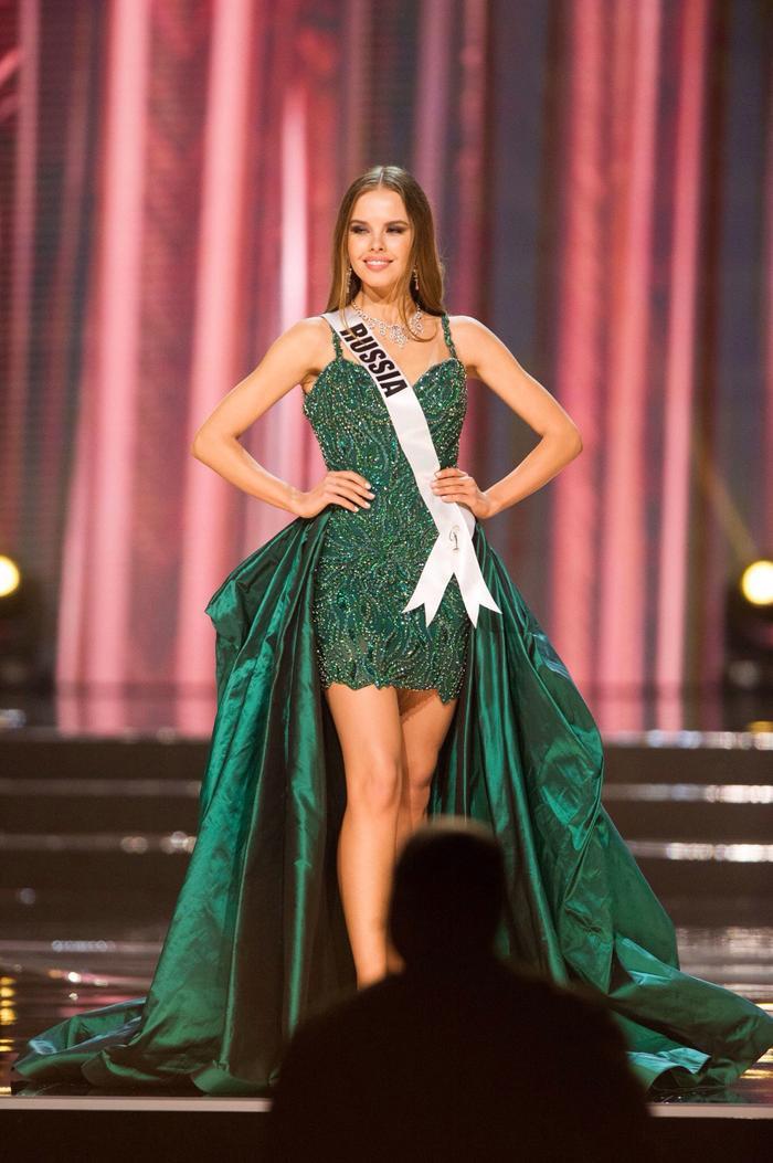 4. Yuliana Korolkova- Hoa hậu Hoàn vũ Nga như một nàng công chúa rừng xanh trong đêm bán kết Miss Universe 2016.