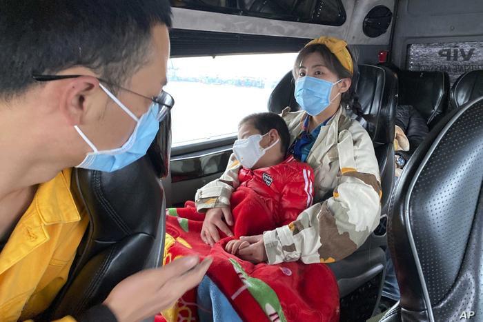 Tổng cục Đường bộ Việt Nam khuyến cáo các tài xế ô tô nên để điều hòa từ 26 độ C trở lên để ngăn ngừa virus corona. (Ảnh: AP Photo/Hau Dinh)