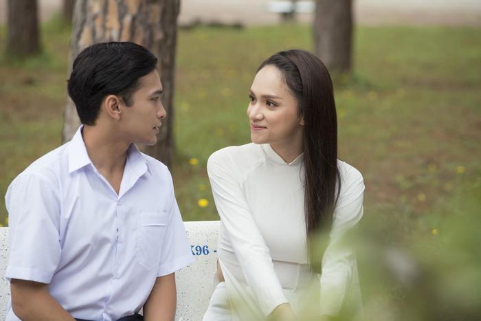 Ánh mắt tình cảm của Phillip dành cho Hương Giang vẫn không hề thay đổi sau nhiều năm du học.