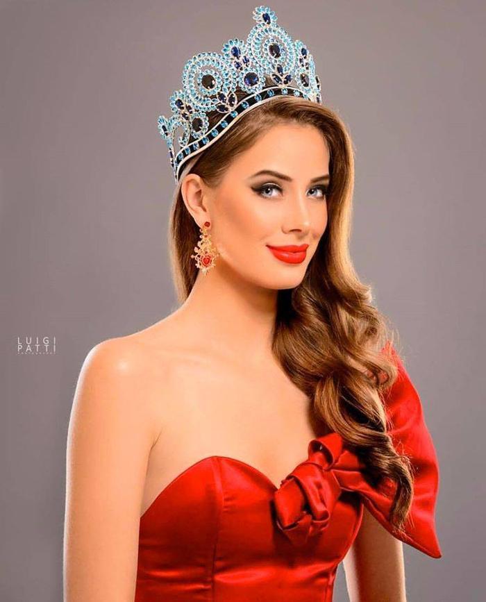 Anahi Hormazabal Garay giành vương miện Miss World Chile 2018 đại diện quốc gia này vào đến Top 30 cuộc thi Hoa hậu Thế giới.