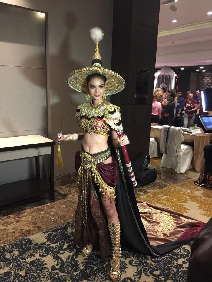 Hàng năm Thái Lan luôn tuyển chọn những trang phục độc lạ nhất để gửi tới đấu trường chuyển giới lớn nhất hành tinh.