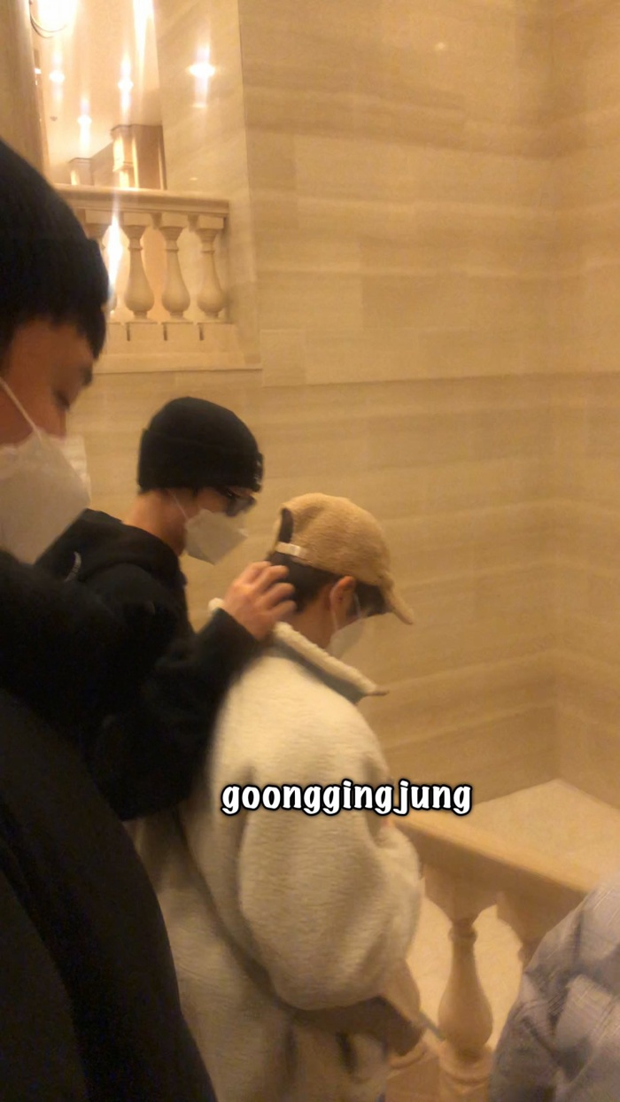 Seung Yeon và Dong Pyo.