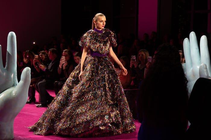 Siriano chuẩn bị cả những chiếc váy fantasy bồng bềnh cho các sự kiện thảm đỏ.