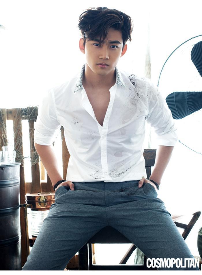 """Không hổ danh là """"thần tượng dã thú"""", Ok Taecyeon mang đến sự nam tính, mạnh mẽ."""