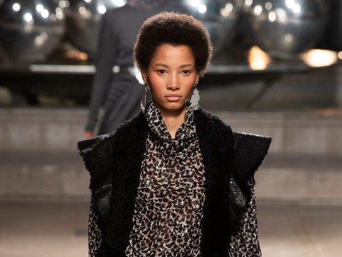 15 người mẫu da màu đang gây bão thế giới thời trang ảnh 1