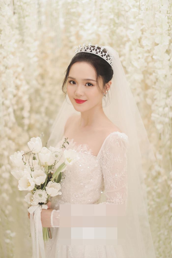 Bật mí chất liệu tuyệt đẹp tạo nên chiếc váy như mơ trong lễ cưới Duy Mạnh  Quỳnh Anh ảnh 1